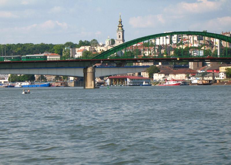 Tramvajski most sa Brankovim mostom u pozadini