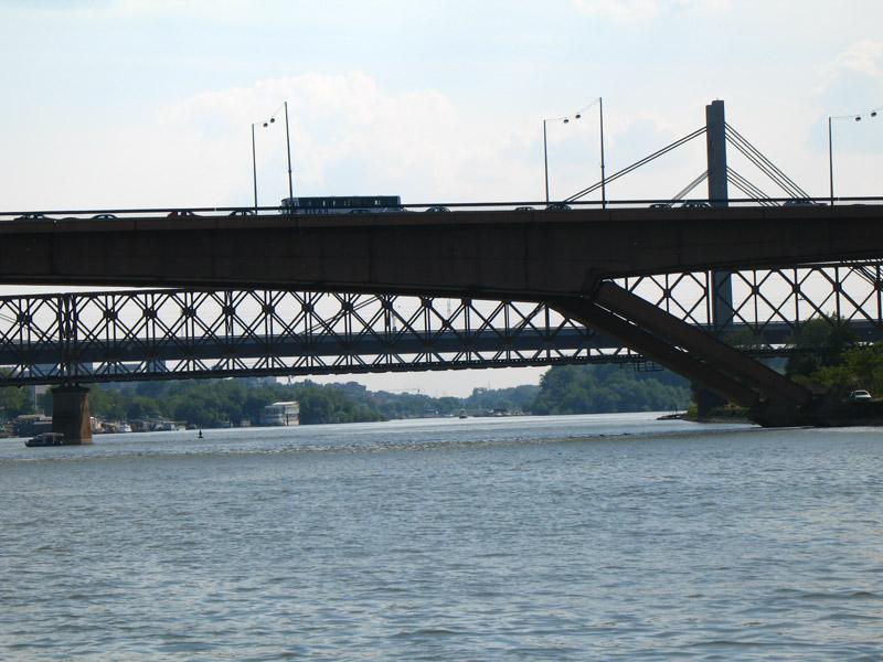 Gazela, Stari železnički most i Novi železnički most