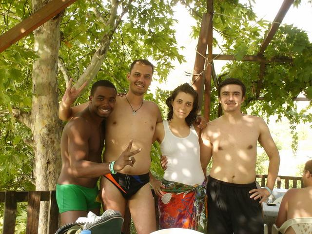 Action team sa raftinga na Alari